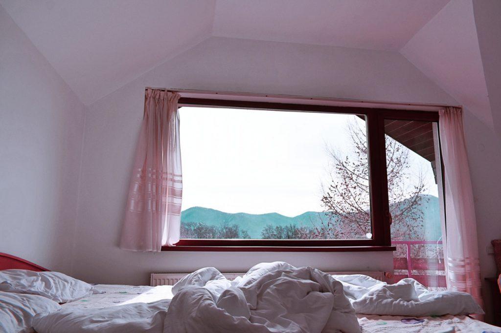 bedroom_window_open